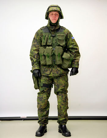 Finnish soldier wearing M/05 pattern camouflage