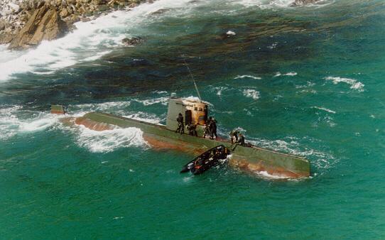 N. Korean SF sub floundered in S. Korean waters, 1996.
