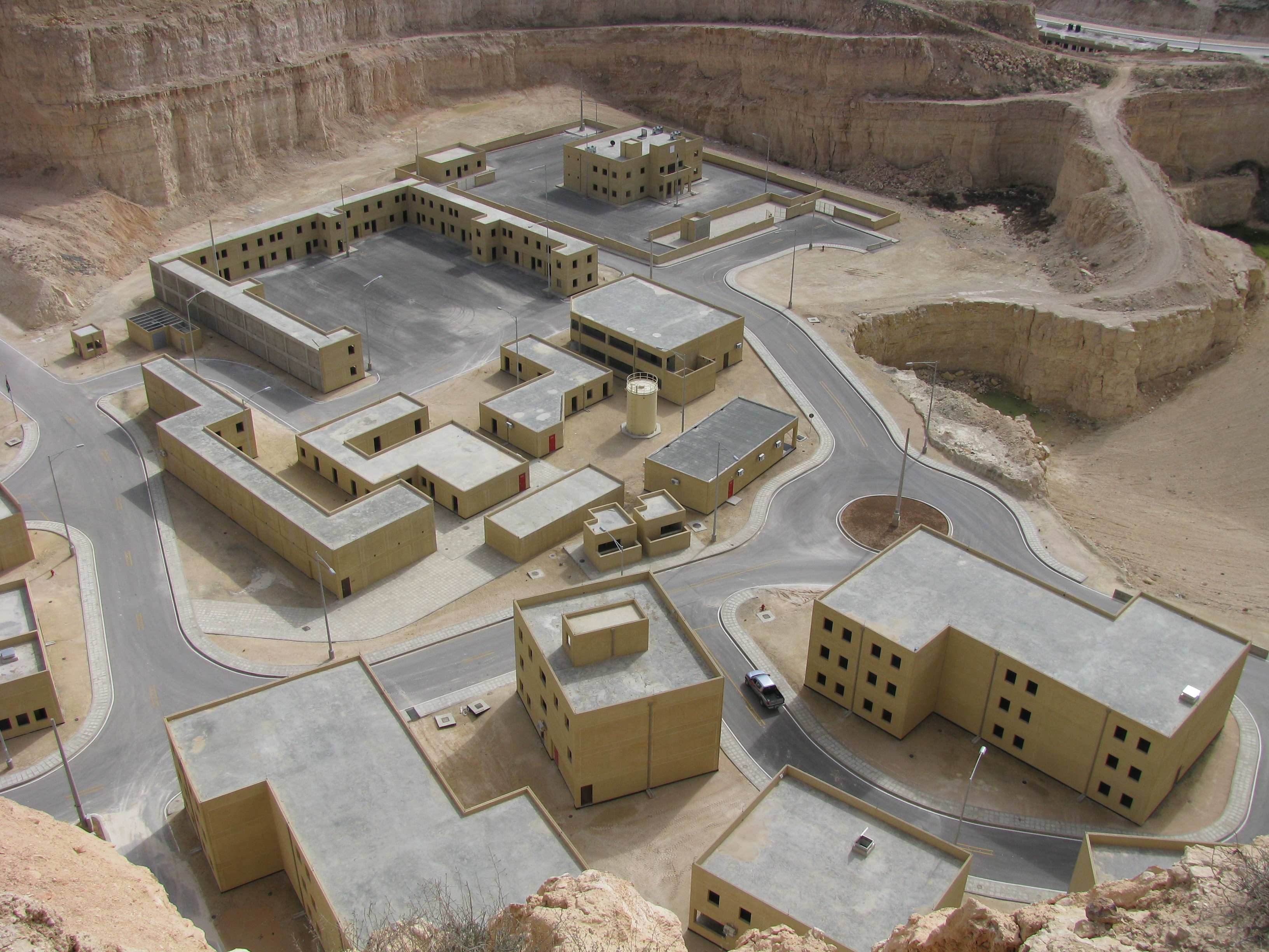 مركز الملك عبدالله الثاني لتدريب العمليات الخاصة Kasotc-mout1