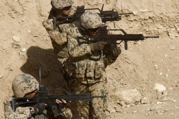 German ISAF soldiers of the Quick Reaction Force regional command north (QRF) aim their weapons during a drill in the Marmal mountains near the German ISAF headquarters in Masar-i-Sharif, north of Kabul, July 1, 2008. A German Bundeswehr army unit of combat troops to northern Afghanistan that is part of a NATO Quick Reaction Force replaced a Norwegian unit on July 1. REUTERS/Fabrizio Bensch (AFGHANISTAN)